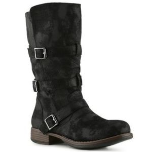 Crown Vintage Rugged Boots in Black (7.5)